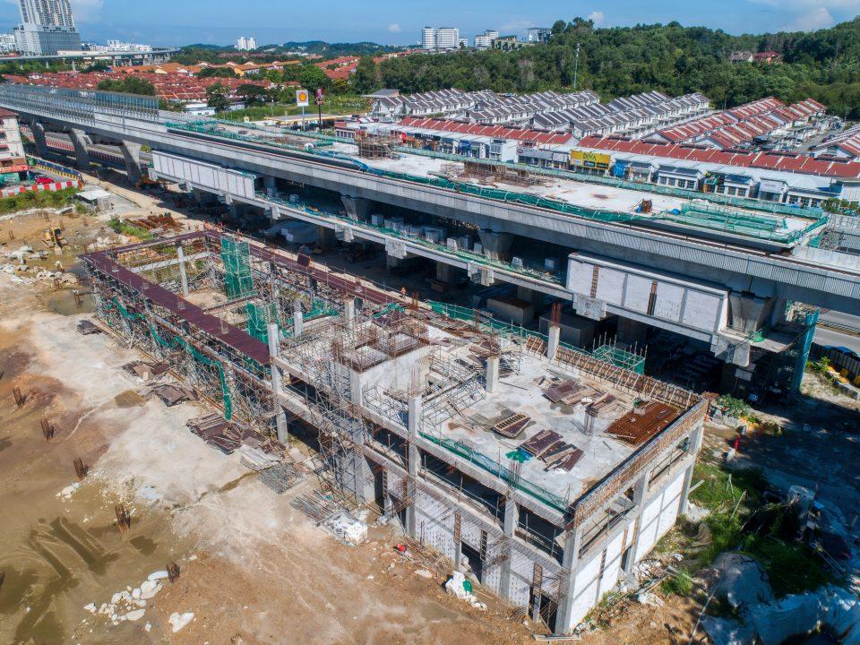 Bilik-bilik sistem dan kemasan seni bina dan kelengkapan mekanikal dan elektrikal sedang dijalankan di tapak Stesen MRT Taman Equine