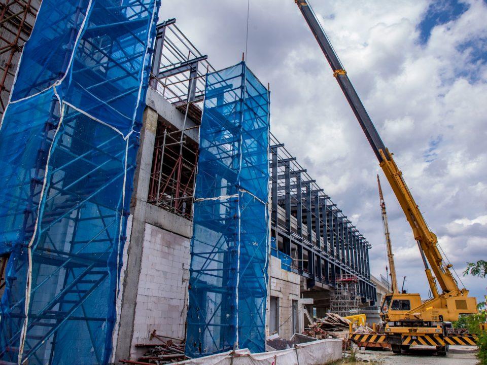 Pandangan kerja-kerja kemasan seni bina sedang dijalankan di Stesen MRT Serdang Raya Selatan.