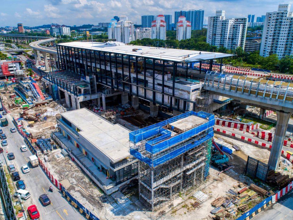 Pandangan udara tapak Stesen MRT Sungai Besi menunjukkan kerja-kerja stesen, pembetungan dan kerja-kerja lurang sedang dijalankan