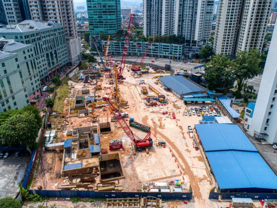 Pandangan udara kerja-kerja pengambilan semula Mesin Pengorek Terowong bahagian selatan di Stesen MRT Ampang Park.