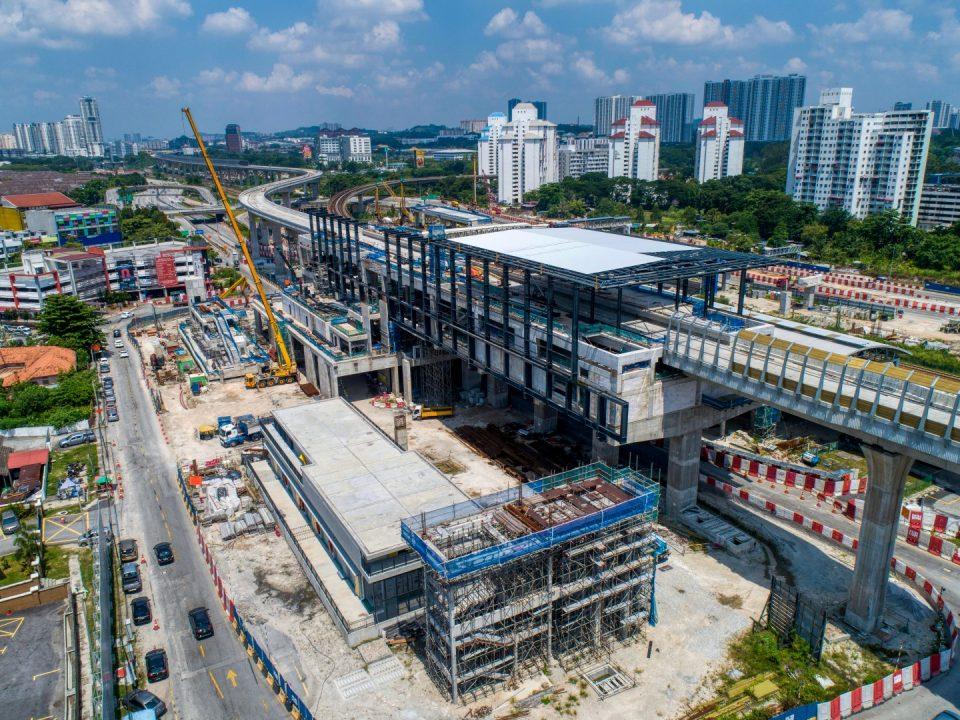 Pandangan udara tapak Stesen MRT Sungai Besi menunjukkan kerja-kerja stesen, pembetungan dan kerja-kerja lurang sedang dijalankan.