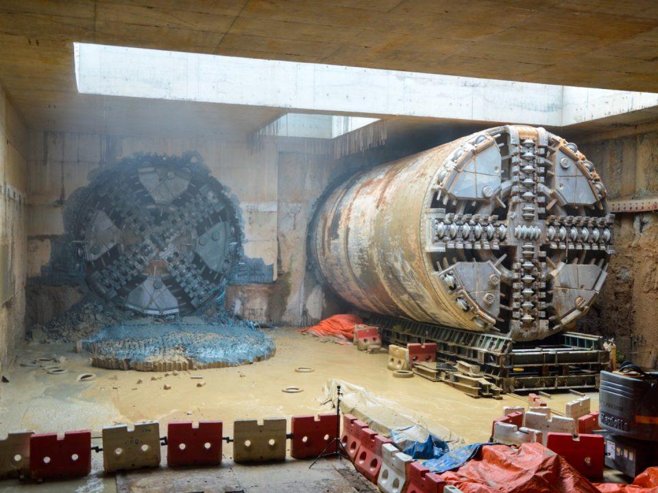 Penembusan Mesin Pengorek Terowong S-796 di Portal Selatan.