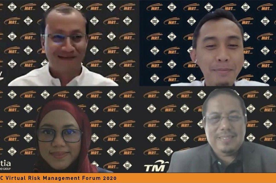 GAMBAR BERKUMPULAN: Gambar berkumpulan semua penceramah untuk Forum Pengurusan Risiko Secara Maya MRT Corp 2020. Dari kanan : Pengarah Piawaian dan Pematuhan MRT Corp, Tuan Haji Mohd Yusof Kasiron, Ketua Pegawai Risiko Telekom Malaysia Encik Mohamad bin Mohamad Zain, Ketua Pegawai Integriti dan Tadbir Urus Risiko SP Setia Puan Hajah Noranisah binti Haji Mohd Anis dan Ketua Pegawai Risiko dan Tadbir Urus FGV Holdings Encik Wan Norman Nasir